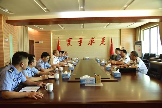 省监狱局局长李景言到韶关监狱调研指导工作