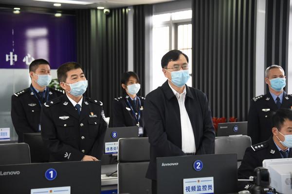 nEO_IMG_陈书记到英德监狱指挥中心检查1.jpg