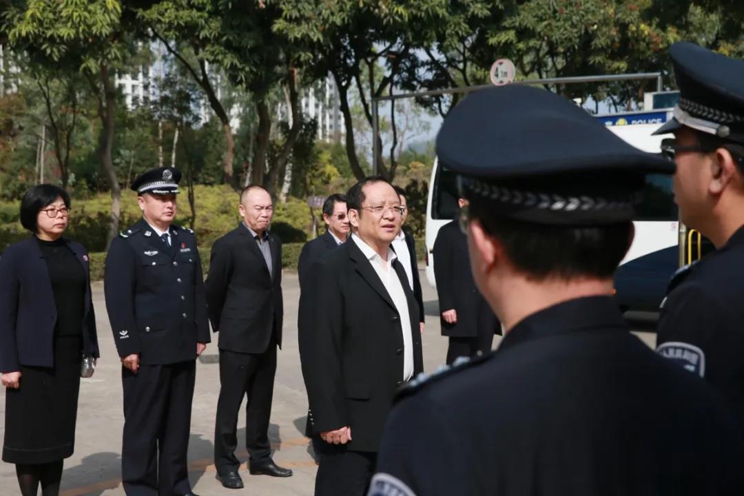 春节将至 市司法局局长蒋溪林率队到深圳监狱慰问